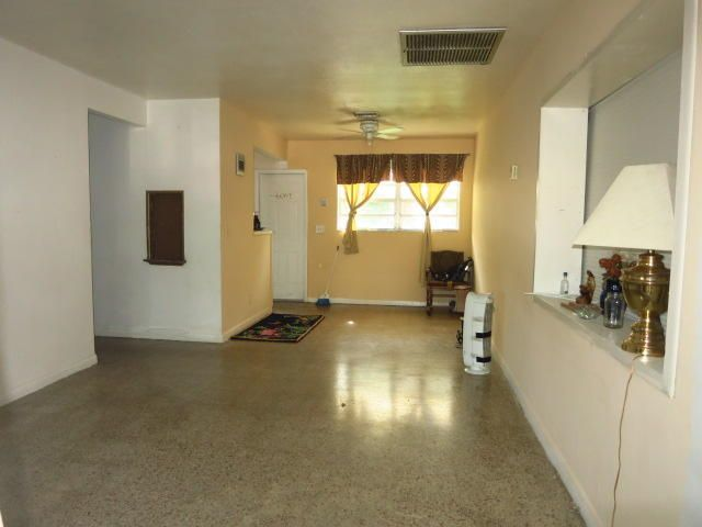 Additional photo for property listing at 918 45th Street 918 45th Street West Palm Beach, Florida 33407 United States