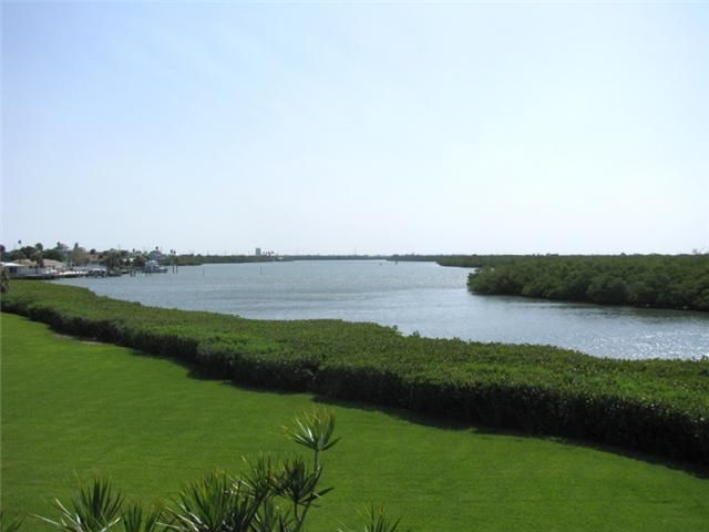Condominium for Sale at 3225 S Lakeview Circle # 22205 3225 S Lakeview Circle # 22205 Hutchinson Island, Florida 34949 United States
