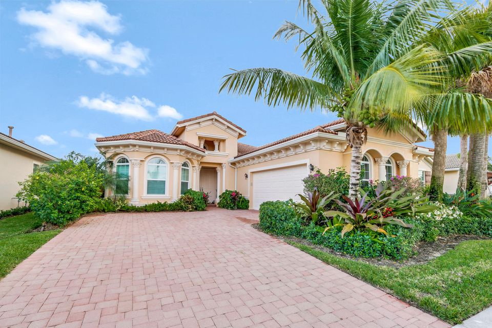 Single Family Home for Sale at 284 Carina Drive 284 Carina Drive Jupiter, Florida 33478 United States