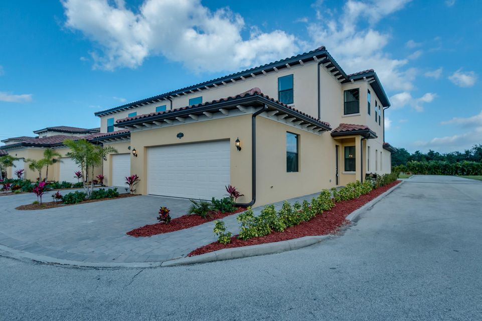 Casa unifamiliar adosada (Townhouse) por un Venta en 740 Lanai Circle # 104 740 Lanai Circle # 104 Indian Harbour Beach, Florida 32937 Estados Unidos
