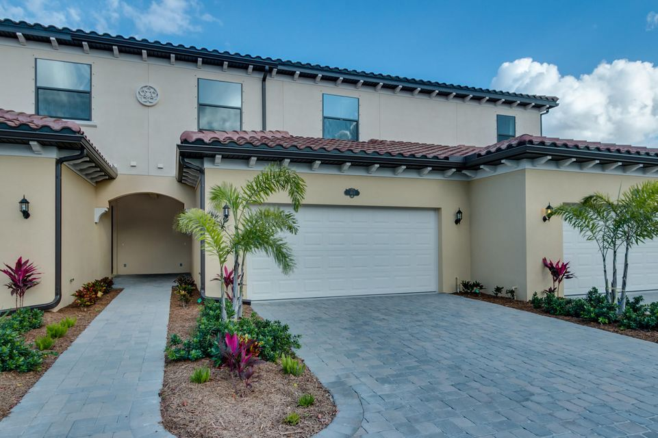 Casa unifamiliar adosada (Townhouse) por un Venta en 740 Lanai Circle # 103 740 Lanai Circle # 103 Indian Harbour Beach, Florida 32937 Estados Unidos