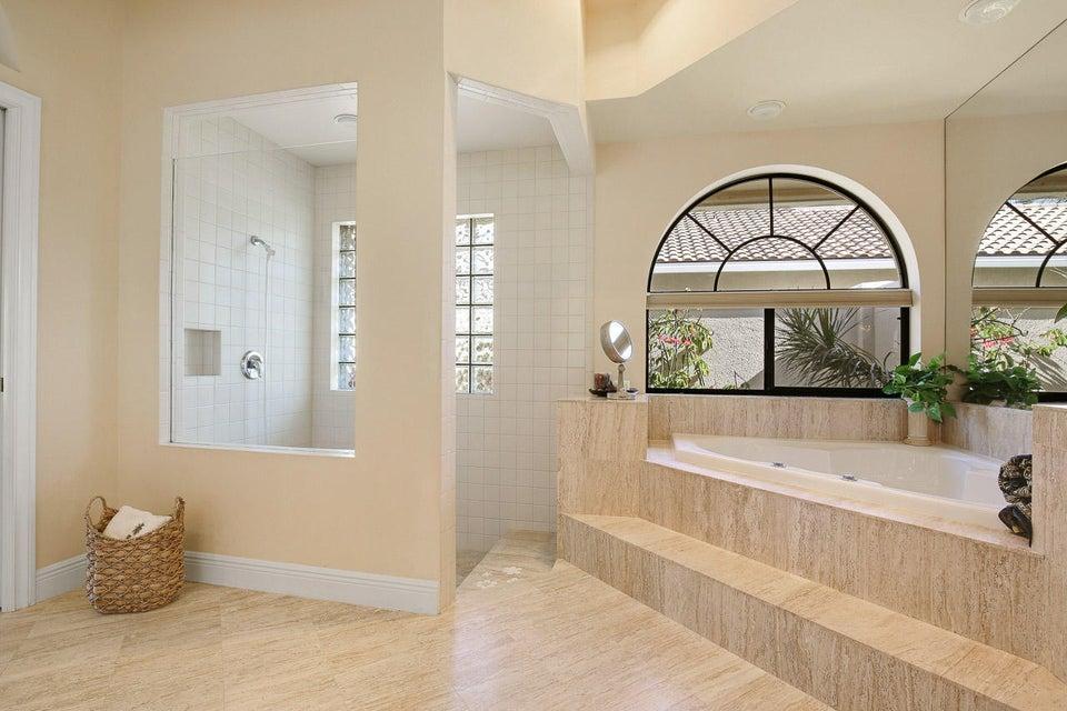 8863 Se Water Oak Place
