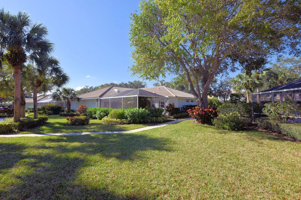 8602 Chapman Oak Court , Palm Beach Gardens FL 33410 is listed for sale as MLS Listing RX-10390274 29 photos