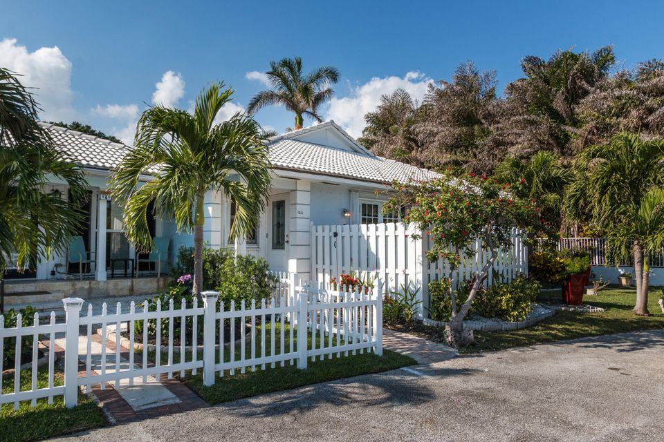 Villa for Sale at 122 Venetian Drive 122 Venetian Drive Delray Beach, Florida 33483 United States