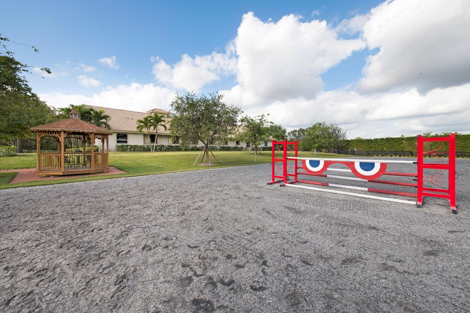4985 Stables Way