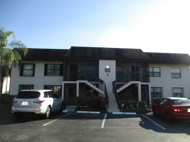 7166 Golf Colony Court 102  Lake Worth, FL 33467