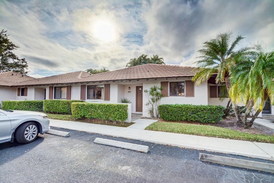 207 Club Drive , Palm Beach Gardens FL 33418 is listed for sale as MLS Listing RX-10392296 26 photos