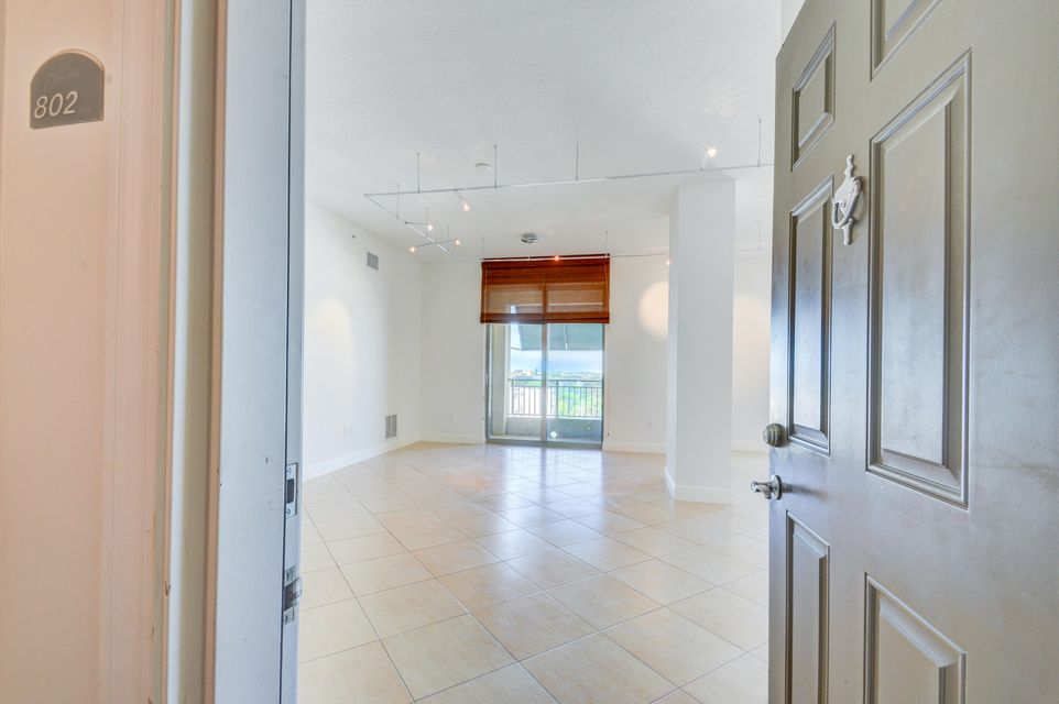 Additional photo for property listing at 610 Clematis Street 610 Clematis Street West Palm Beach, Florida 33401 Estados Unidos
