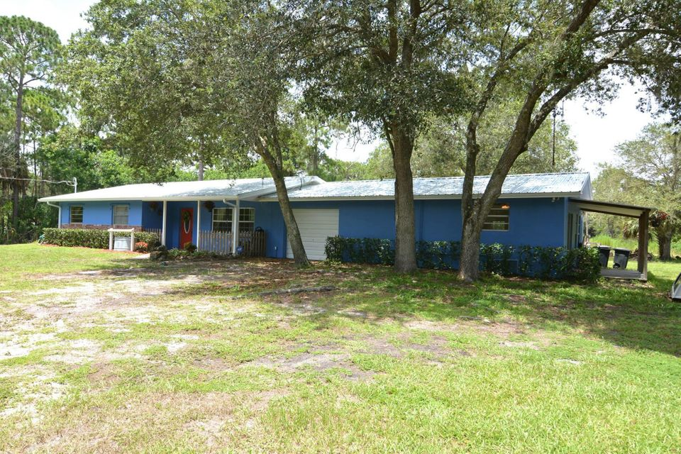 Single Family Home for Sale at 4499 SW Cherokee Street 4499 SW Cherokee Street Palm City, Florida 34990 United States
