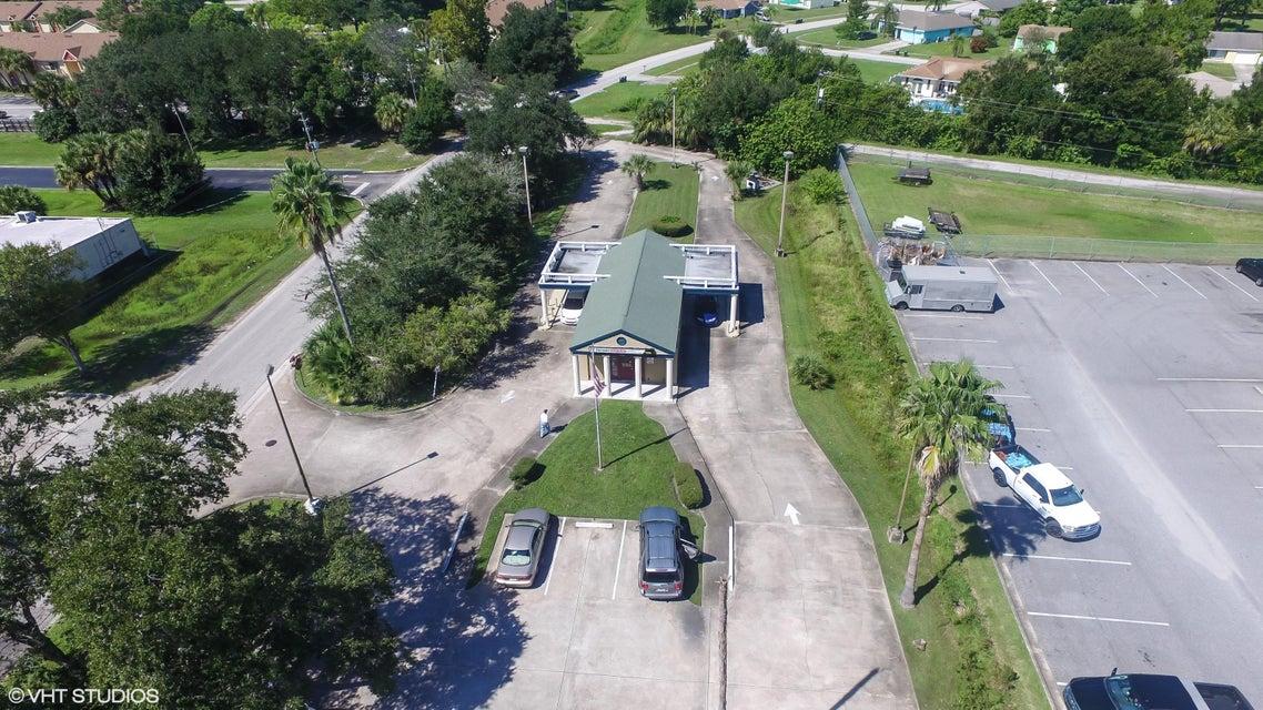 Коммерческий для того Продажа на 4940 Babcock Street 4940 Babcock Street Palm Bay, Флорида 32905 Соединенные Штаты
