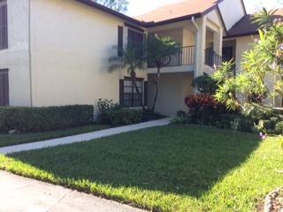 Co-op / Condominio por un Venta en 3201 Perimeter Drive 3201 Perimeter Drive Greenacres, Florida 33467 Estados Unidos