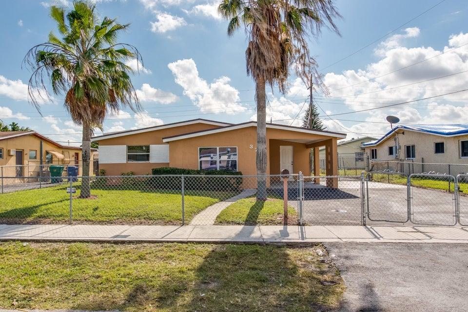 独户住宅 为 销售 在 3760 NW 9th Street 3760 NW 9th Street Lauderhill, 佛罗里达州 33311 美国