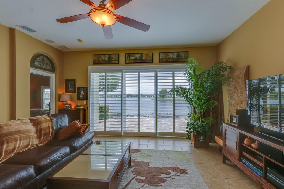 206 Berenger Walk Royal Palm Beach, FL 33414 photo 18
