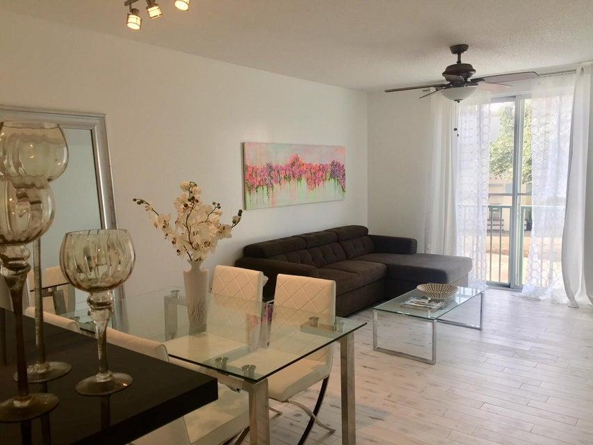 Condominium for Rent at 720 S Sapodilla Avenue # 203 720 S Sapodilla Avenue # 203 West Palm Beach, Florida 33401 United States