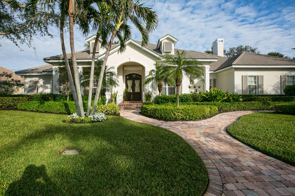 Single Family Home for Sale at 115 Waterway Lane 115 Waterway Lane Vero Beach, Florida 32963 United States