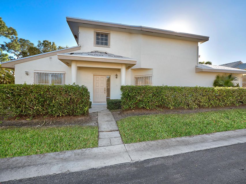 240 Canterbury Drive , Palm Beach Gardens FL 33418 is listed for sale as MLS Listing RX-10393607 13 photos