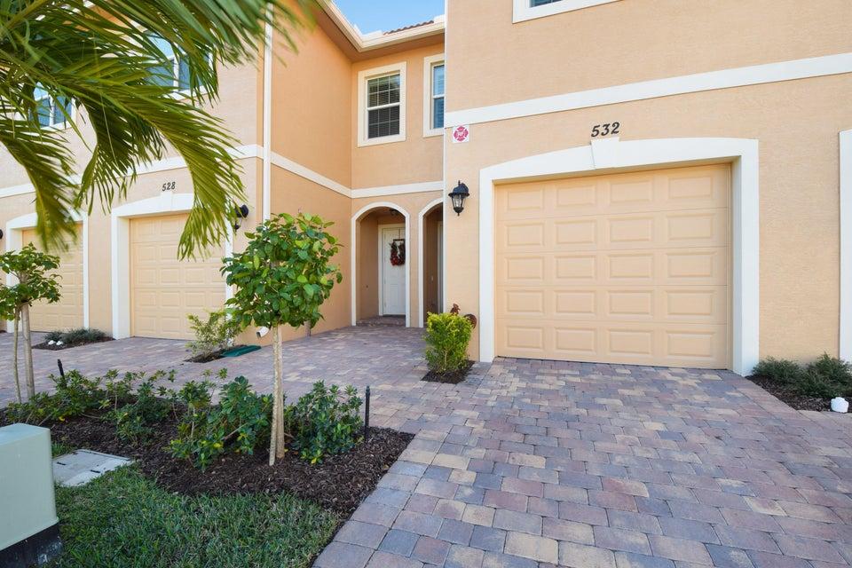 Townhouse for Sale at 532 SW Glen Crest Way Stuart, Florida 34997 United States