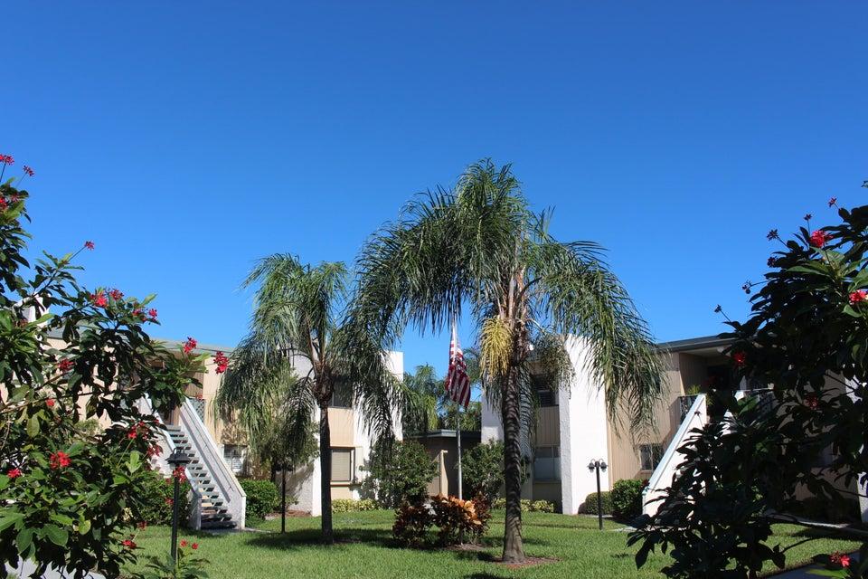 共管式独立产权公寓 为 销售 在 1501 NE 13th Terrace # H12 1501 NE 13th Terrace # H12 Jensen Beach, 佛罗里达州 34957 美国