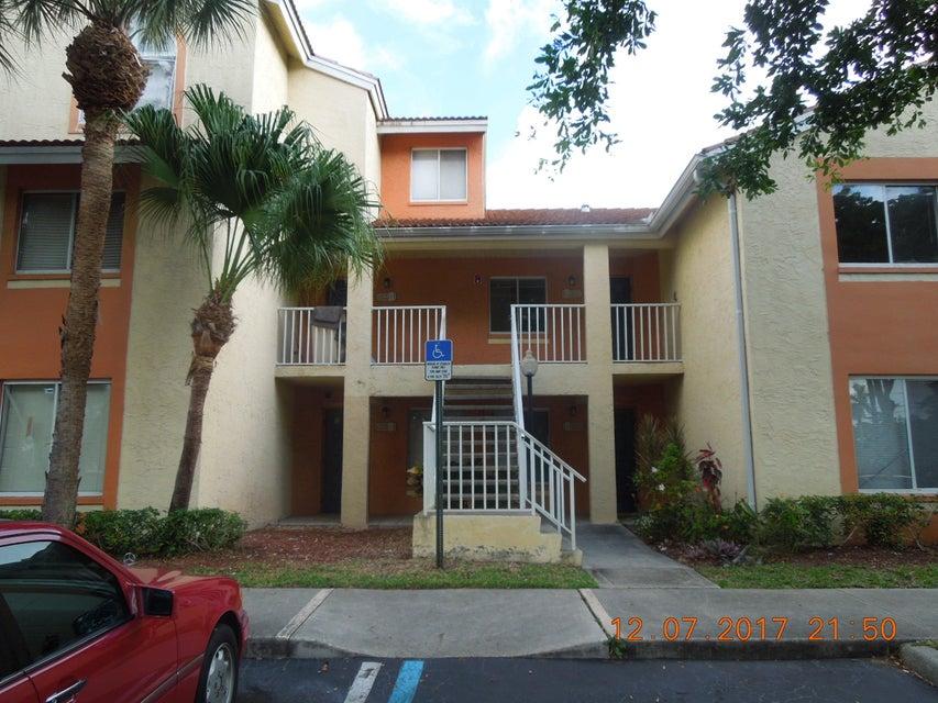 1068 The Pointe Drive  West Palm Beach, FL 33409