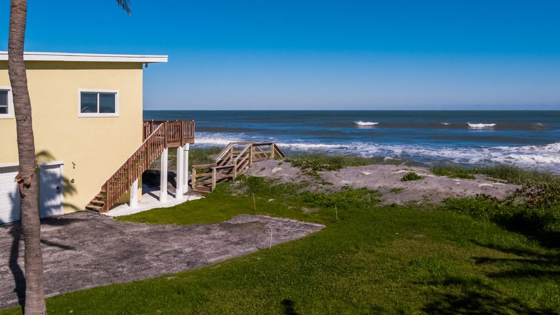 Single Family Home for Sale at 137 N Beach 137 N Beach Hobe Sound, Florida 33455 United States