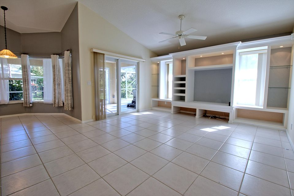 131 Cypress Crescent Royal Palm Beach, FL 33411 photo 13