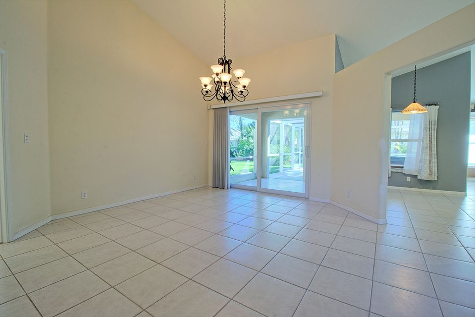 131 Cypress Crescent Royal Palm Beach, FL 33411 photo 9