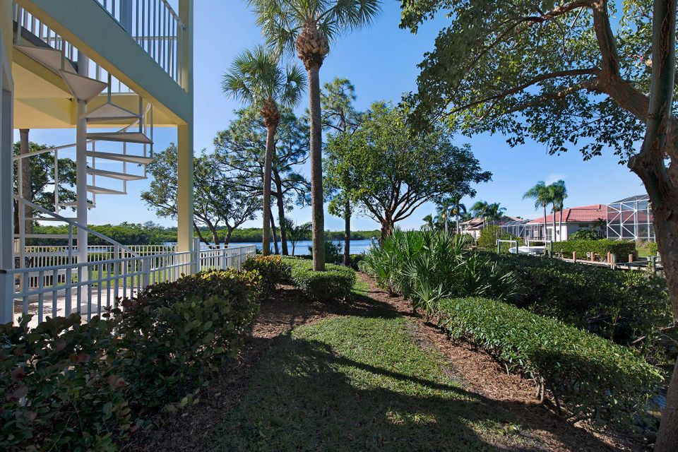 Additional photo for property listing at 8818 SE Riverfront Terrace 8818 SE Riverfront Terrace Tequesta, Florida 33469 United States