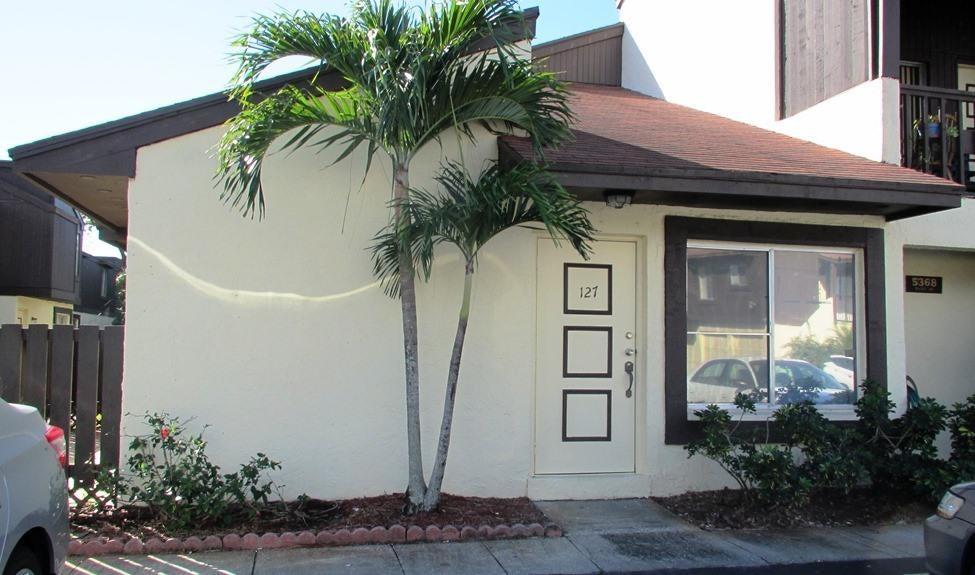 5368 Bosque Lane 127  West Palm Beach, FL 33415
