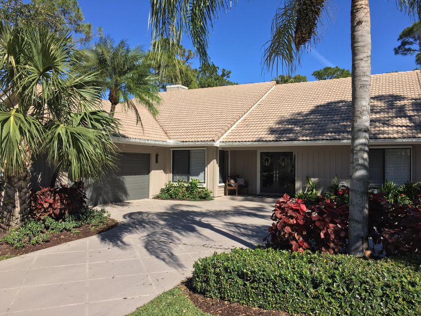 21 Rabbits Run , Palm Beach Gardens FL 33418 is listed for sale as MLS Listing RX-10392910 35 photos