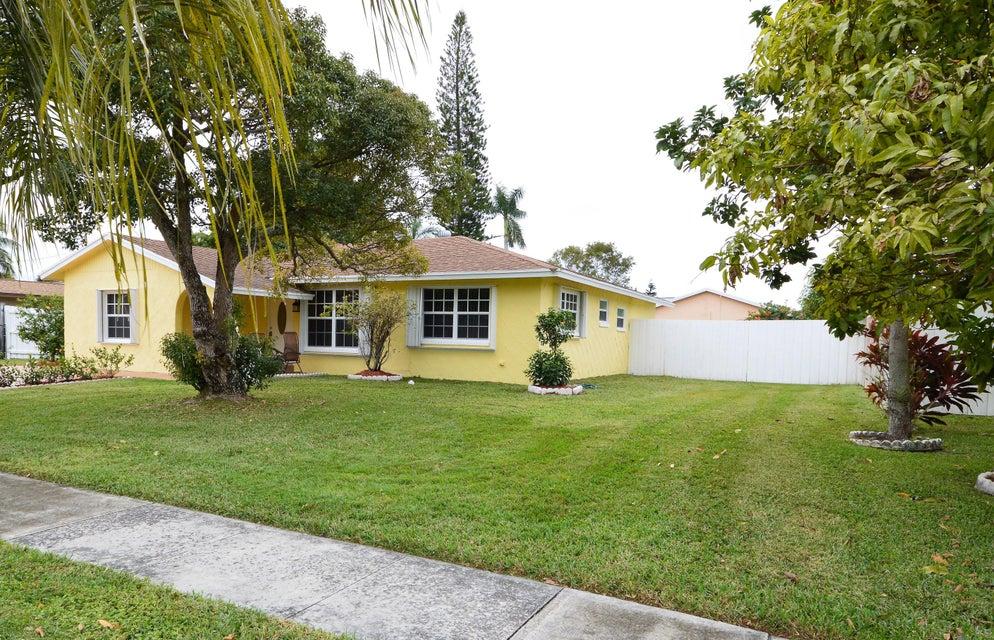 845 Camellia Drive Royal Palm Beach, FL 33411 photo 3