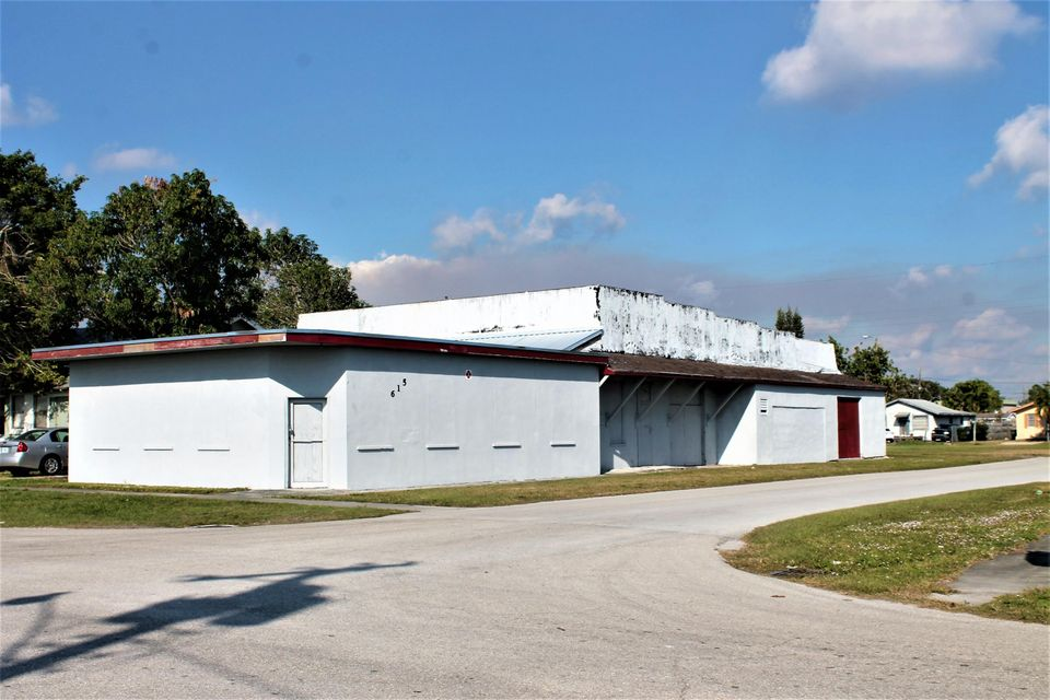 Commercial for Sale at 615 S San Benito Street 615 S San Benito Street Clewiston, Florida 33440 United States