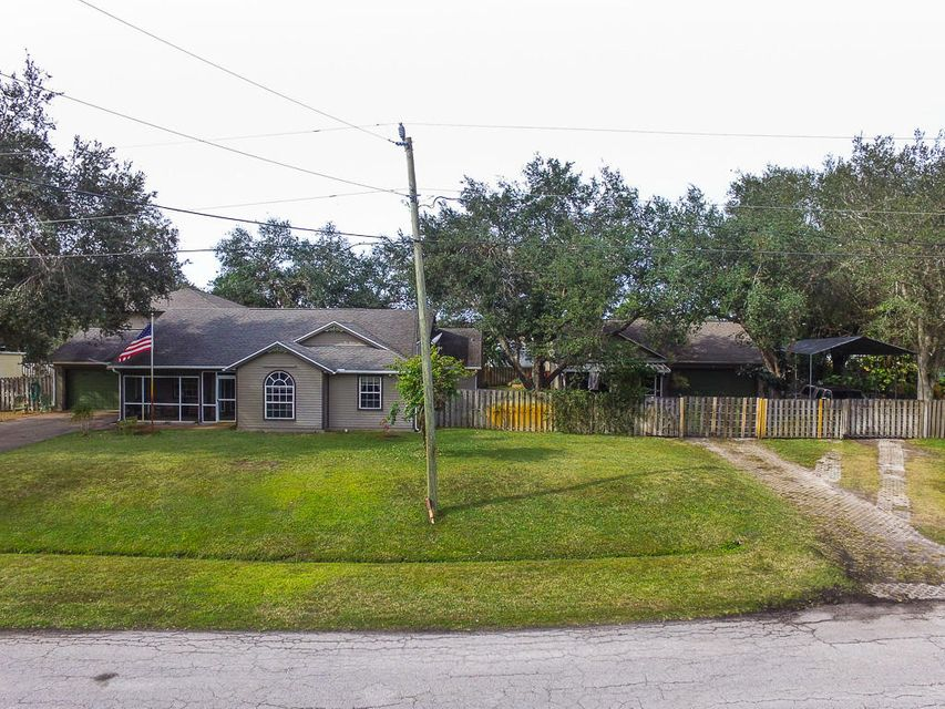 Single Family Home for Sale at 1533 SW Fortune Road 1533 SW Fortune Road Port St. Lucie, Florida 34953 United States