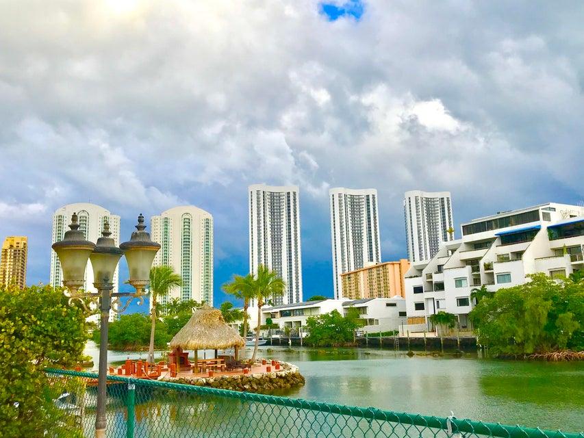 Condominio por un Venta en 15901 Collins Avenue # 405 15901 Collins Avenue # 405 Sunny Isles Beach, Florida 33160 Estados Unidos