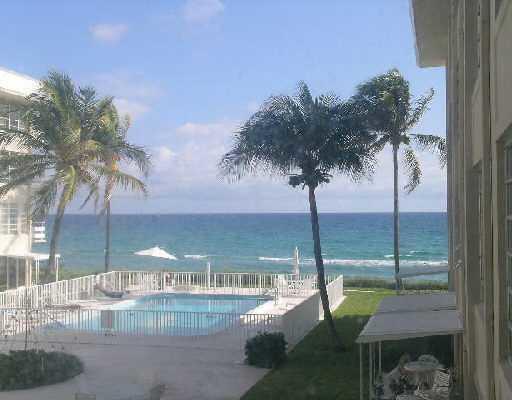 Cooperativa / condomínio para Locação às 3851 N Ocean Boulevard 3851 N Ocean Boulevard Gulf Stream, Florida 33483 Estados Unidos