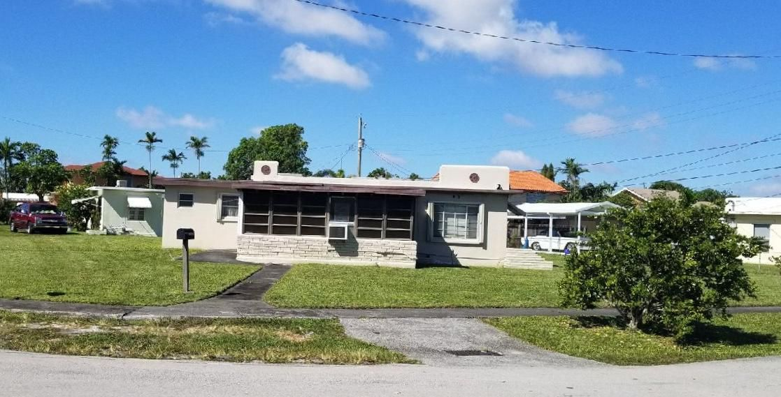 Single Family Home for Sale at 1402 E 9 Court 1402 E 9 Court Hialeah, Florida 33010 United States