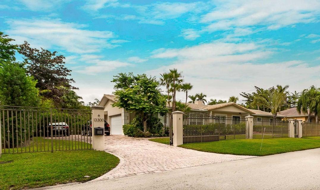 Частный односемейный дом для того Продажа на 13300 SW 59th Avenue 13300 SW 59th Avenue Pinecrest, Флорида 33156 Соединенные Штаты