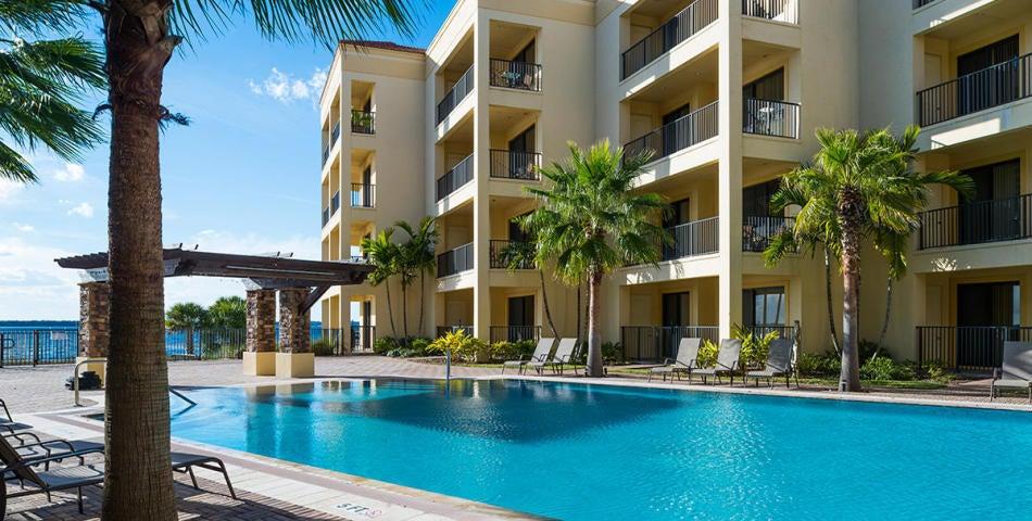共管式独立产权公寓 为 销售 在 2351 Lakeview Drive # 118 2351 Lakeview Drive # 118 Sebring, 佛罗里达州 33870 美国