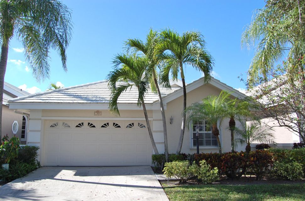 257 E Canterbury Circle , Palm Beach Gardens FL 33418 is listed for sale as MLS Listing RX-10394438 39 photos