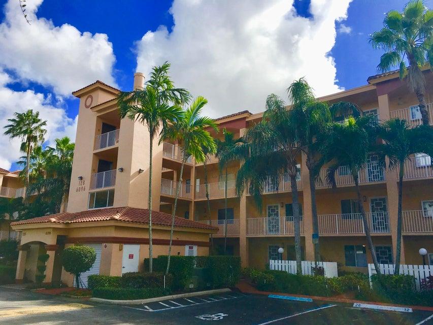 HUNTINGTON POINTE home 6096 Huntwick Terrace Delray Beach FL 33484
