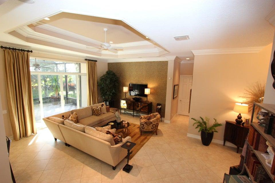 Valencia Reserve 9110 Clayton Manor