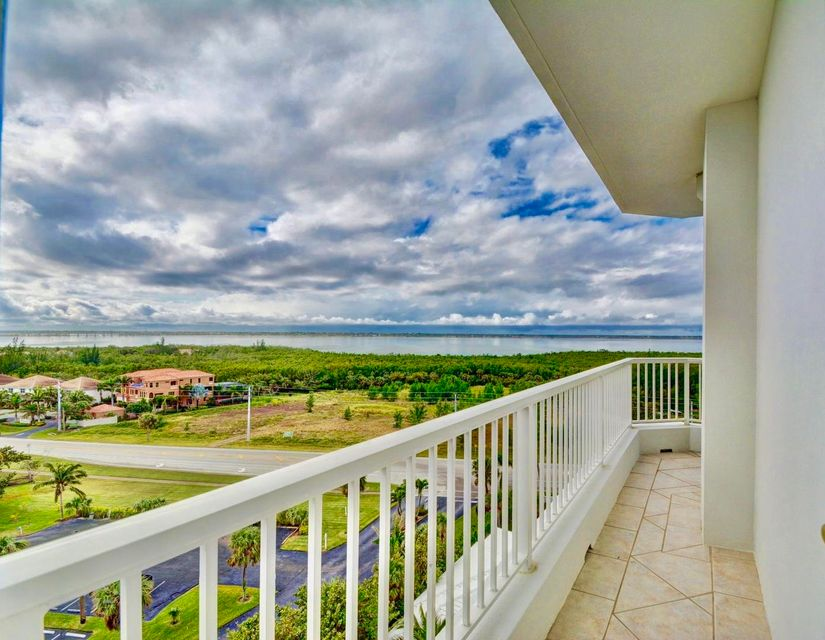 Additional photo for property listing at 10072 S Ocean Drive # 9S 10072 S Ocean Drive # 9S Jensen Beach, Florida 34957 Estados Unidos