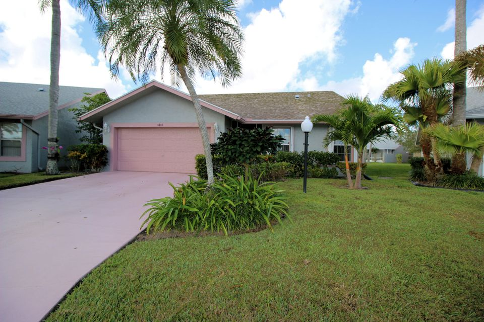 5293 Tiffany Anne Circle  West Palm Beach, FL 33417