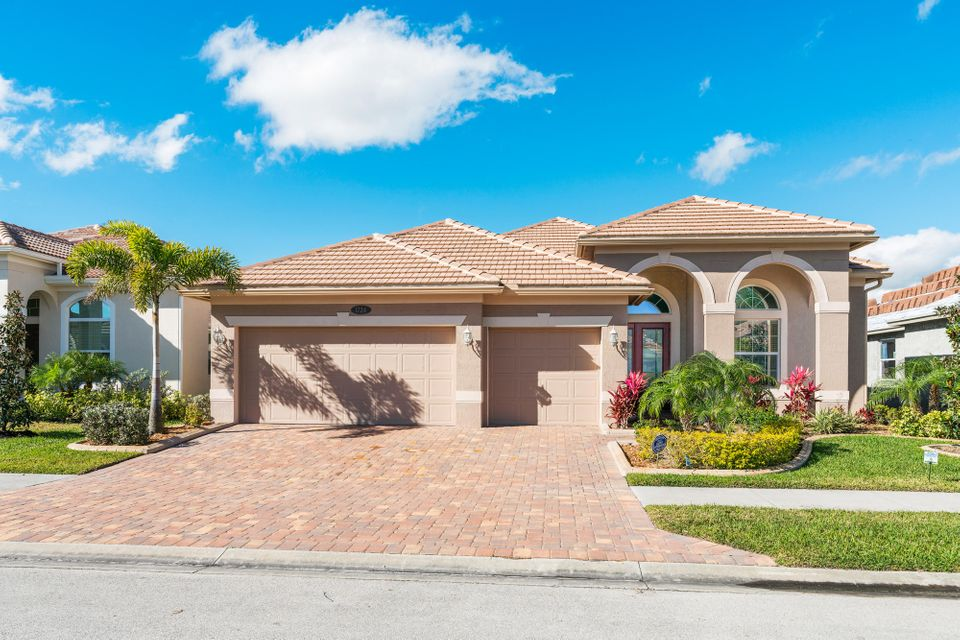 Single Family Home for Sale at 1724 Belmont Circle 1724 Belmont Circle Vero Beach, Florida 32968 United States