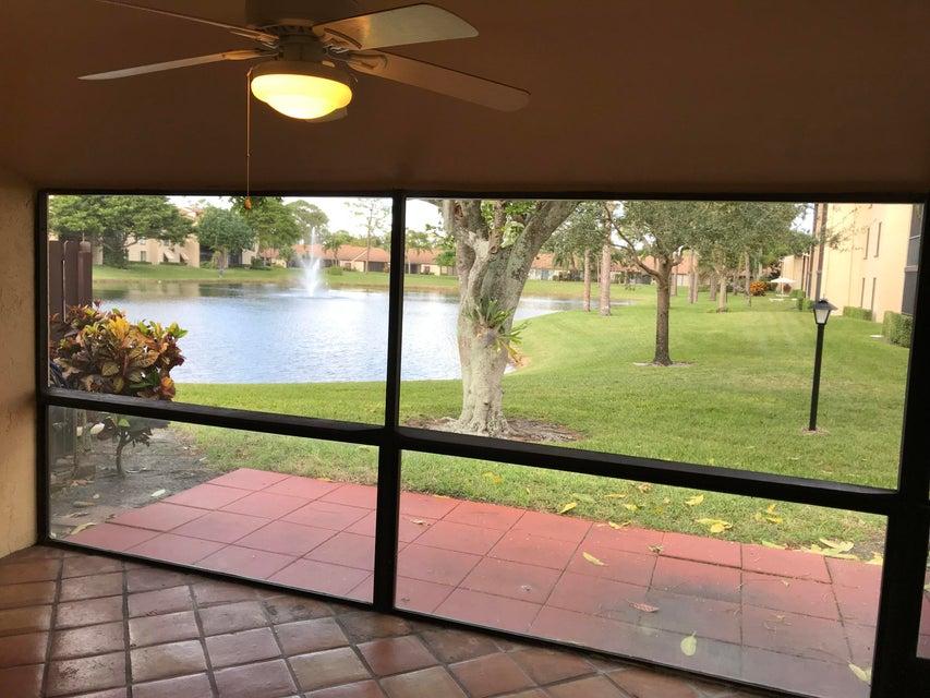 Villa por un Venta en 630 Sea Pine Way 630 Sea Pine Way Greenacres, Florida 33415 Estados Unidos