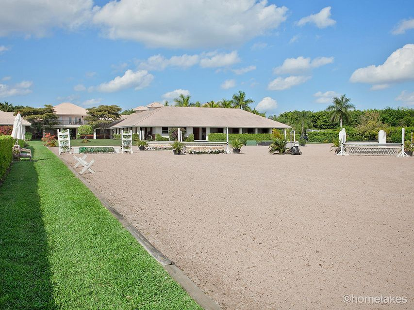 EQUESTRIAN CLUB HOMES