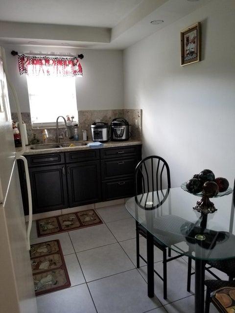 Additional photo for property listing at 500 Davis Road # 42B 500 Davis Road # 42B Palm Springs, Florida 33461 United States