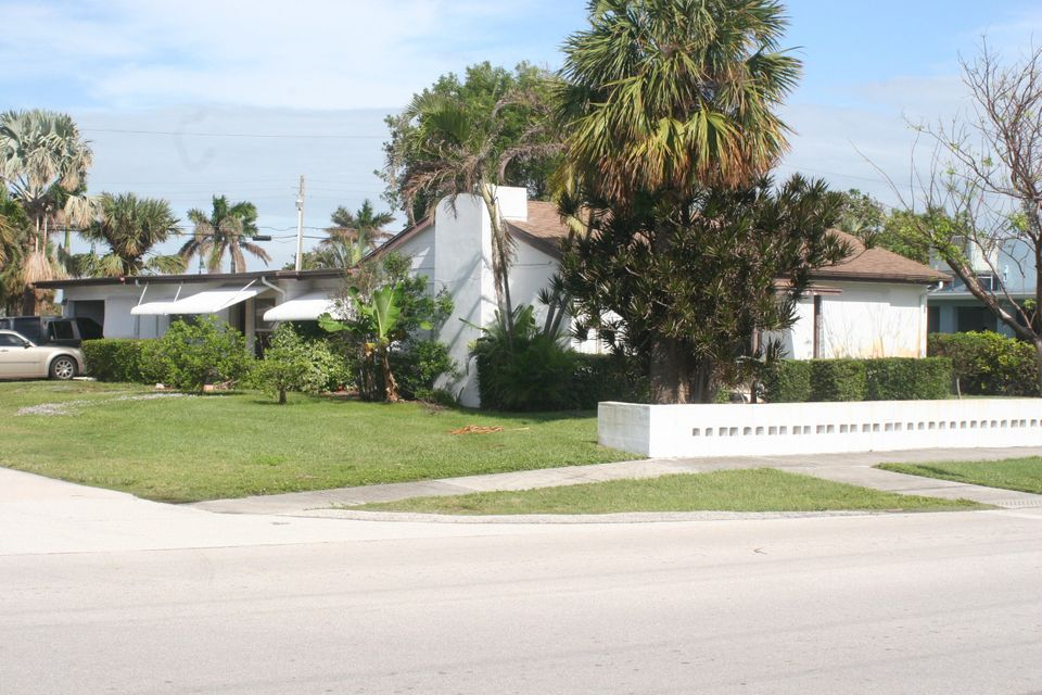 Single Family Home for Sale at 1702 Binney Drive 1702 Binney Drive Fort Pierce, Florida 34949 United States