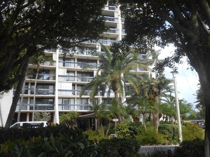 2400 Presidential Way 406  West Palm Beach, FL 33401