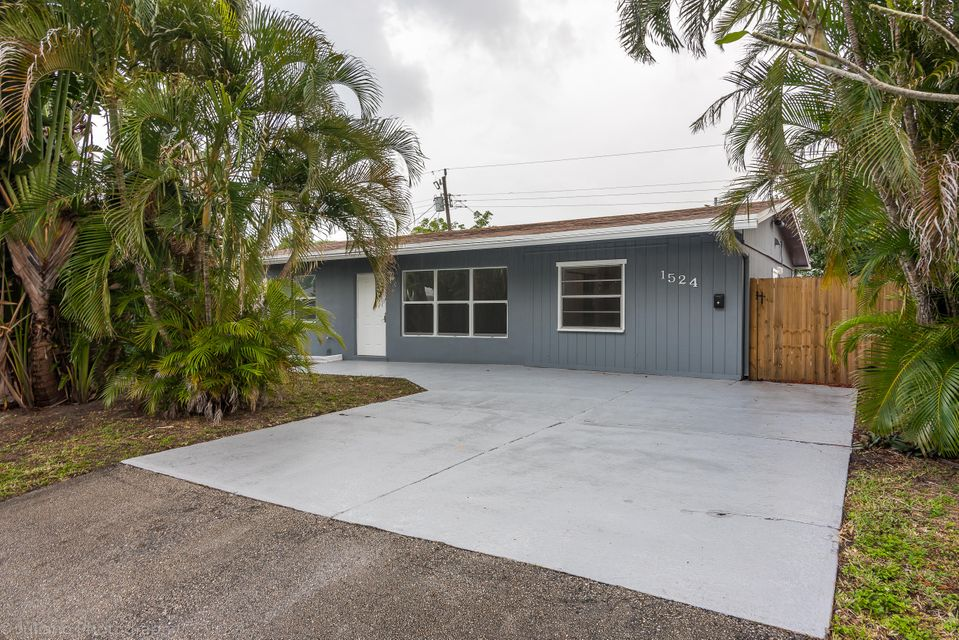 Home for sale in CRESTHAVEN Pompano Beach Florida