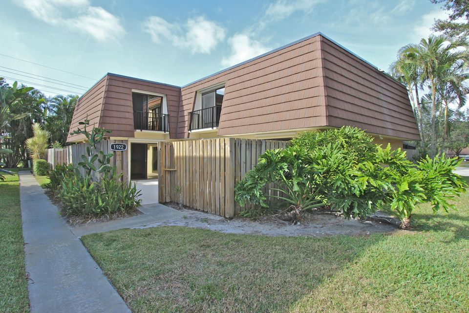 1922 19th Lane , Palm Beach Gardens FL 33418 is listed for sale as MLS Listing RX-10396809 29 photos